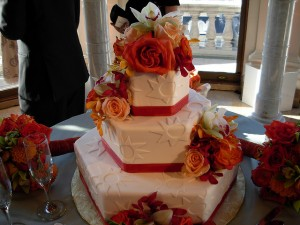 Roses and geometric shapes cake