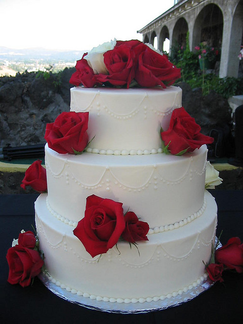 White wedding cake with red flowers cake recipe red and white roses cake a wedding blog junglespirit Gallery