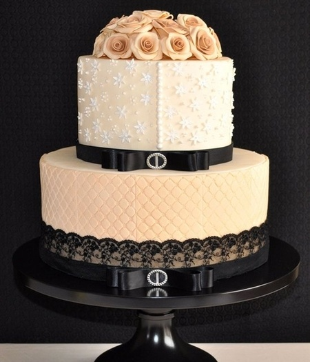 Vintage Elegance Wedding Cake