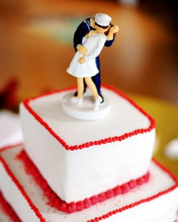 Famous Kiss Cake Topper
