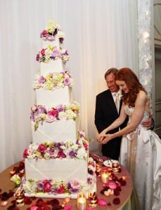 042012-celebrity-wedding-cakes-marcia-cross-383