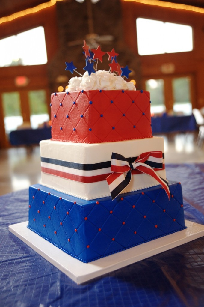 red decorated wedding cakes white and blue wedding cake decorations www 19121