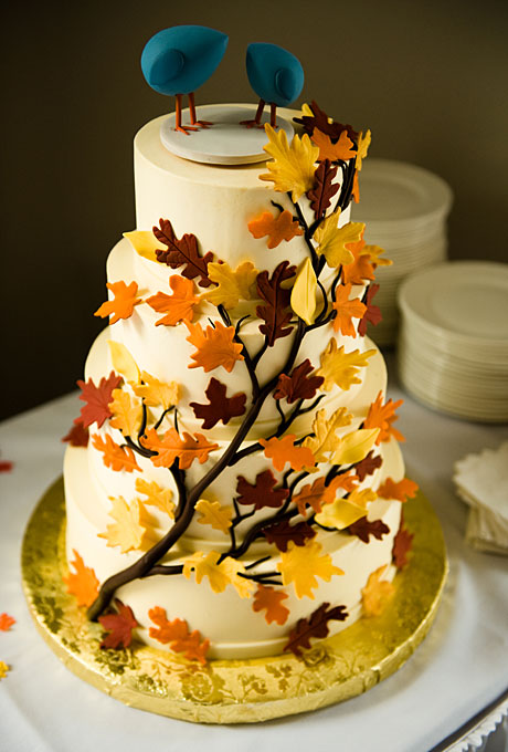 wedding cake with fall leaves autumn leaves wedding cake a wedding cake 26873