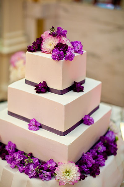 simple purple wedding cakes white wedding cake with purple flowers a wedding cake 20006