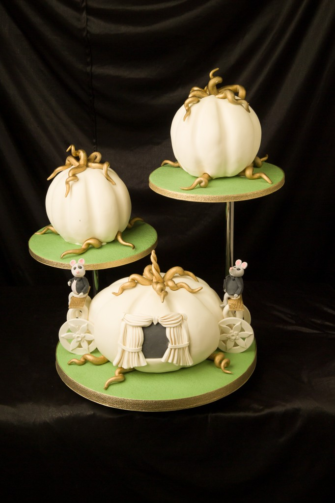 pumpkin shaped wedding cake pumpkin carriage wedding cake a wedding cake 18839