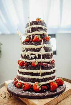 chocloate strawberry cake