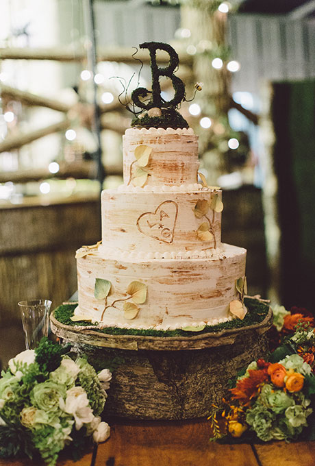 wedding cake that looks like tree trunk carved tree wedding cake a wedding cake 26250