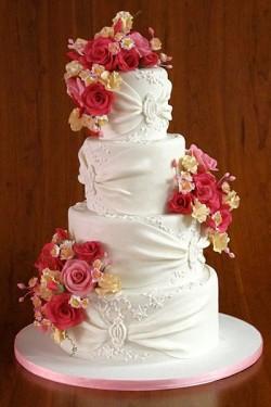 white cake pink flowers