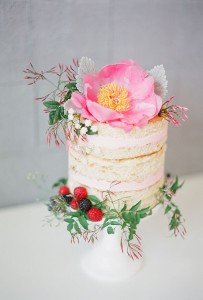naked cake with flower