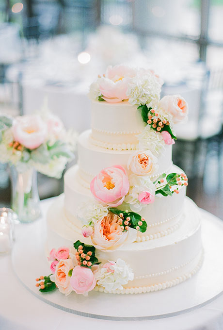 wedding cake pictures with cascading flowers inspired wedding cake with fresh flowers a 23446