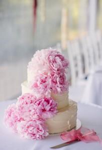white cake pink flowers2