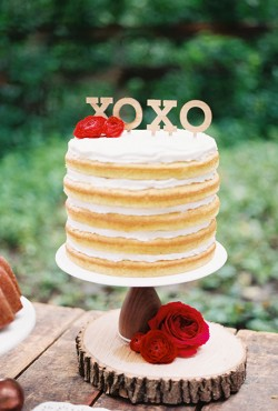 naked cake with topper