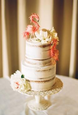 cake with flamingos