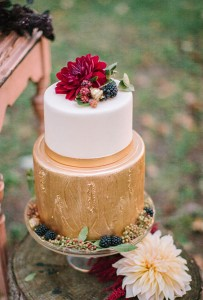 gold-and-white-cake