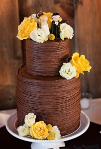 chocolate-cake-with-figures