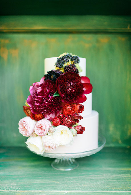 how to add fresh flowers to your cakes