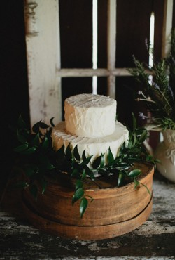 white-and-ivy-cake