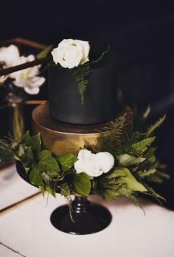 dark-wedding-cake