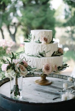 rustic-cake-with-roses