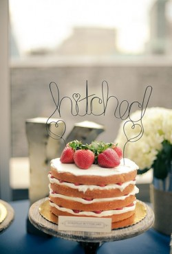 naked cakewith strawberries