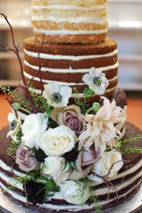 naked cake with flowers4